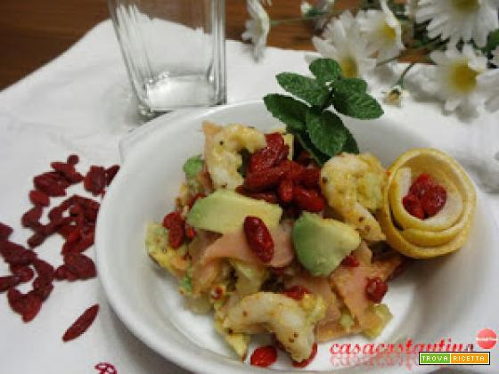 Bacche di goji, avocado e gamberi
