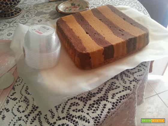 Cubotti di crostorta al cacao e alla vaniglia con crema pasticcera