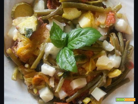 Zuppa di verdure, pane e caciocavallo