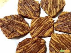 Biscotti con Digestive al latte e miele ricoperti di cioccolato al latte