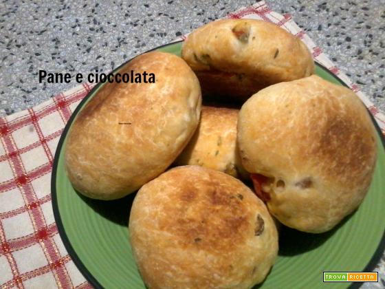 Panini morbidi con pomodorini e olive