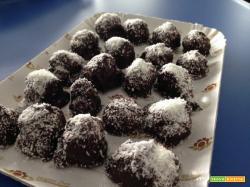 Senza Bimby, Cioccolatini Ripieni al Cocco Pronti in Due Minuti