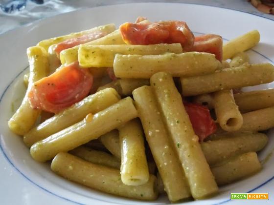 Pasta con pomodorini e pesto a modo nostro