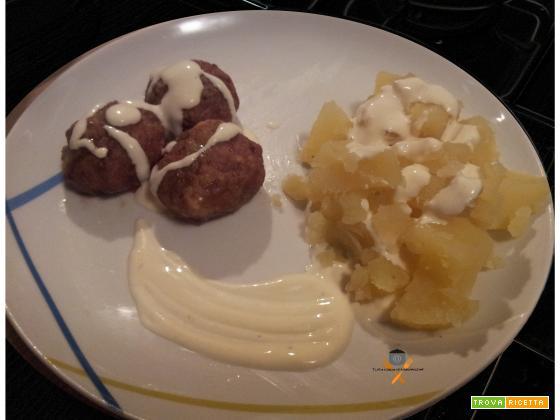 Polpette al forno e patate in salsa