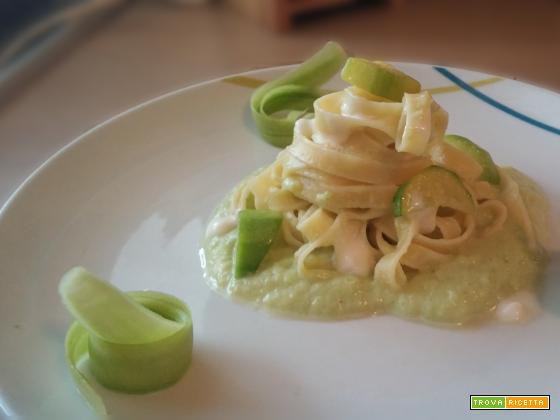 Tagliatelle alle zucchine e squacquerone
