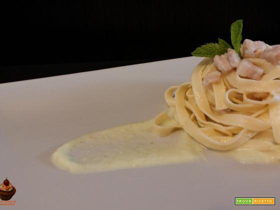 Tagliatelle con pancetta, crema di zucchine e menta