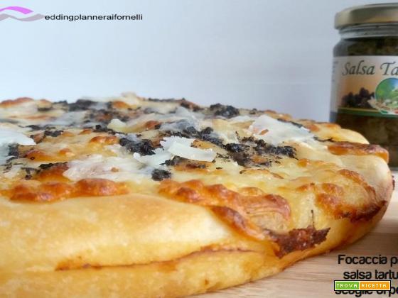Focaccia provola, salsa tartufata e scaglie di pecorino