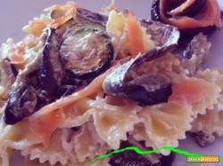 Farfalle melanzane, zucchine e salmone