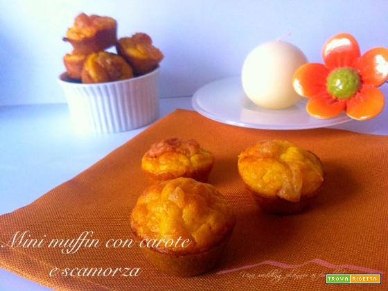 Mini muffin veloci con carote e scamorza