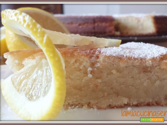 Torta soffice al limone senza uova e senza lattosio