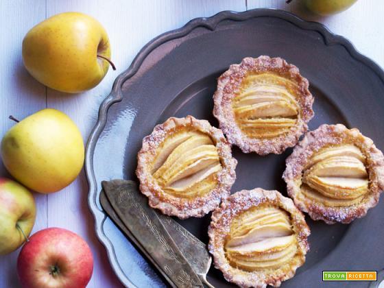 Crostatine di mele con crema alle mandorle