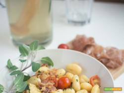 Gnocchi con prosciutto crudo e pomodorini