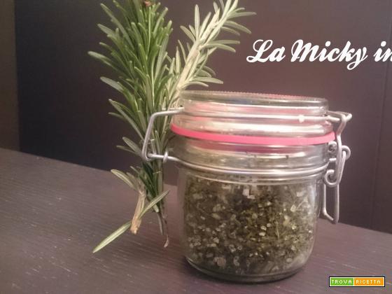 Insaporitore con erbe aromatiche fatto in casa