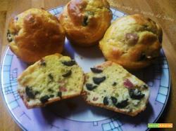 Muffin salati con pancetta e olive