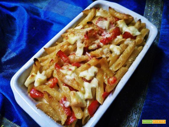 Pasta al forno con peperoni rossi e prosciutto