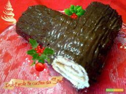 Tronchetto al cioccolato farcito alla confettura di pere