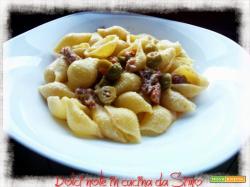 Conchiglie con salciccia e olive