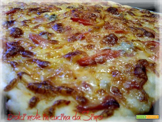 Pizza peperoni e gorgonzola