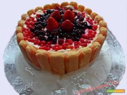Charlotte ai frutti rossi con bagna all'Alchermes
