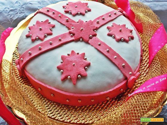 Torta alla panna e nutella decorata con pasta di zucchero