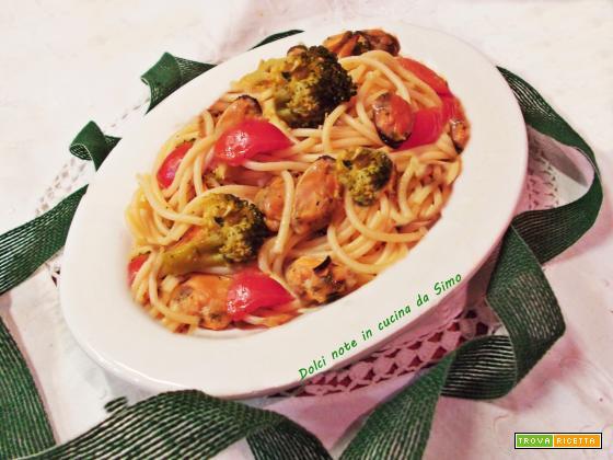 Spaghetti con cozze e broccoli