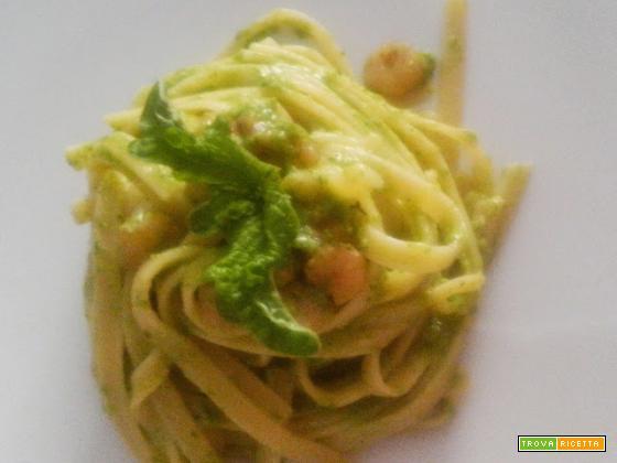 Fettucce con pesto di zucchine e gamberetti