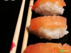 Nigiri al salmone affumicato Venerdì sushi