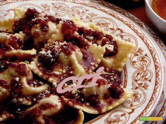 Pasta al parmigiano reggiano con funghi misti