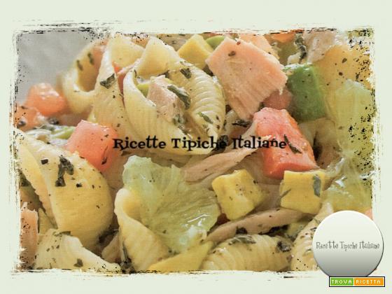 Insalata di pasta con avocado e tonno