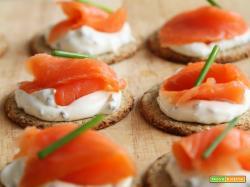 Tartine salmone e formaggio