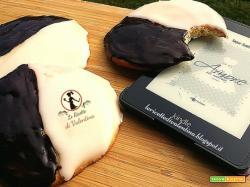 MANGIA CIO' CHE LEGGI  65: Black&White cookies da Un'amore su misura di Sugar Jamison