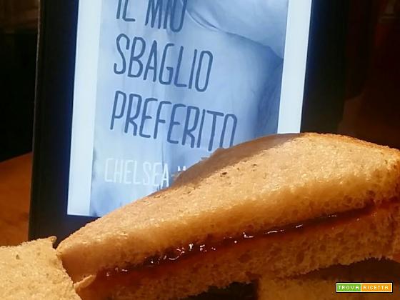 MANGIA CIO' CHE LEGGI # 23: panino al burro di arachidi e marmellata di fragole da Il mio sbaglio preferito di Chelsea M. Cameron
