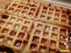 Esperimento # 1 con la piastra da waffle: Waffle di pasta sfoglia farcita
