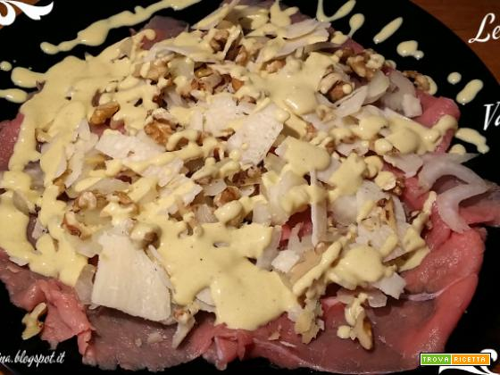 Carpaccio di vitello con sedano noci e Parmigiano Reggiano, con dressing alla senape e yogurt