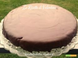 Torta al cioccolato e avocado senza uova glassata al cioccolato fondente