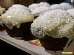 Cupcake al cioccolato, cocco e ganache di cioccolato bianco