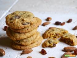 Cookies con Mandorle e Uvetta