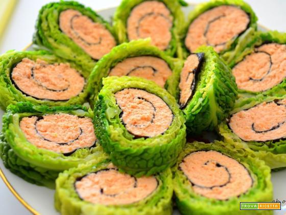 Rotolini di verza con salmone e alga nori
