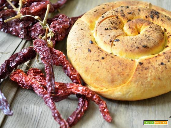 Focaccia di semola con polvere di peperoni cruschi