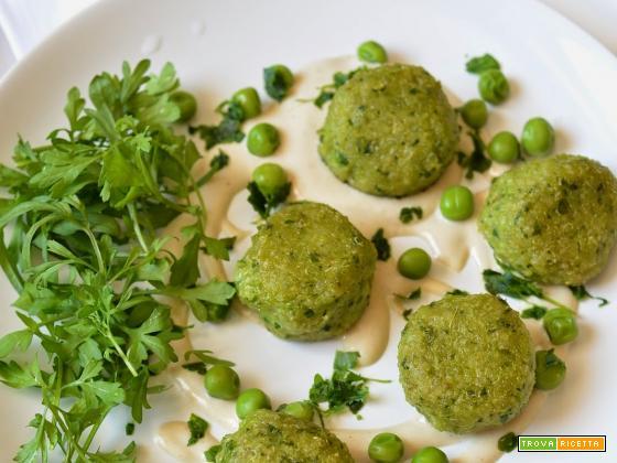 Polpette di piselli e quinoa con salsa tahini (veg & gluten free)