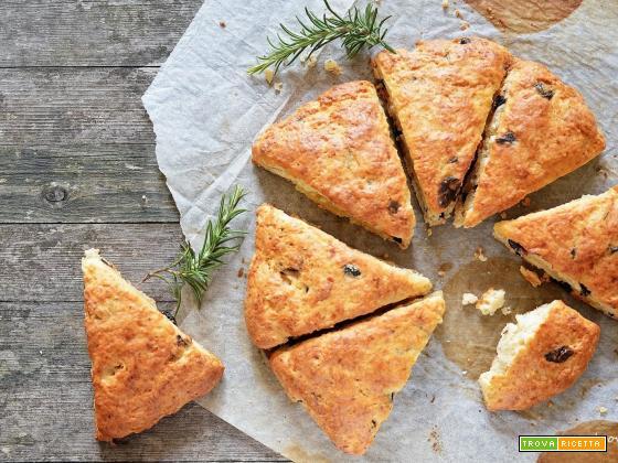 Scones al parmigiano, olive e rosmarino