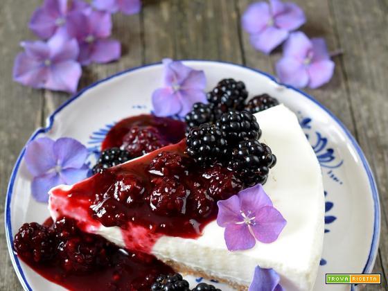 Torta fredda allo yogurt e more senza cottura
