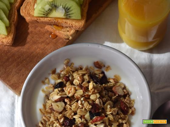 Granola ai semi e frutta secca homemade