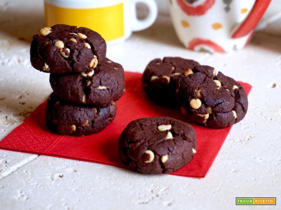 Biscotti al Cioccolato con Gocce di Cioccolato Bianco