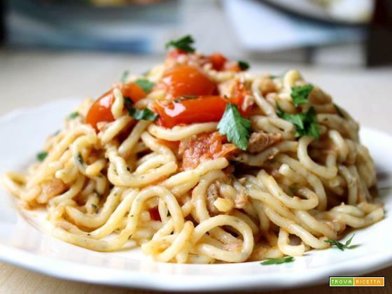 Spaghetti di zucchine con tonno e pomodorini