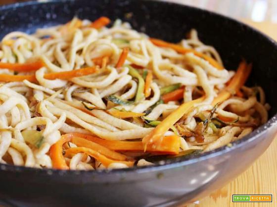 Fettuccine integrali con zucchine e carote