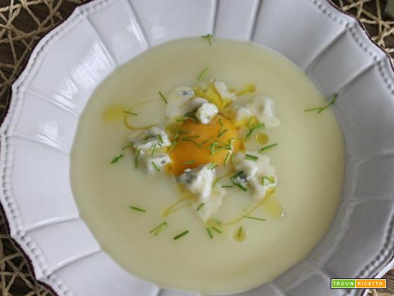 Crema di cavolfiori con uovo e gorgonzola