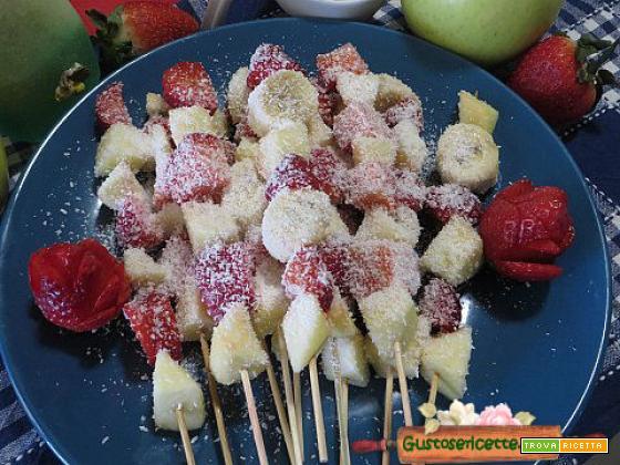Spiedini di frutta cocco e limoncello