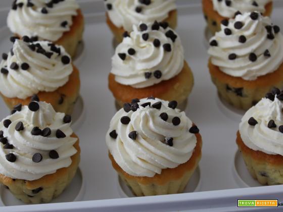 Cupcake allo yogurt, cocco e gocce di cioccolato