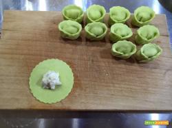 Tortelloni alle fave ripieni di cernia, su vellutata di patate alla curcuma e pomodoro all'aglio - Oggi cucina...Emanuele